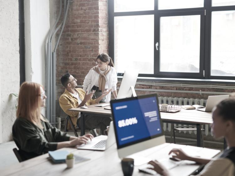 Vodenje introvertiranih in ekstrovertiranih sodelavcev